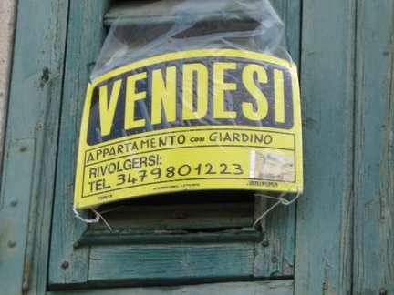 renovating italy vendesi sign